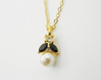 Pearl Crystal Pendant Necklace