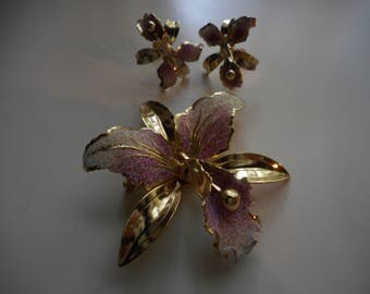 Vintage 1940's, 50's Orchid Goldtone Screwback Earrings and Brooch Jewelry Set