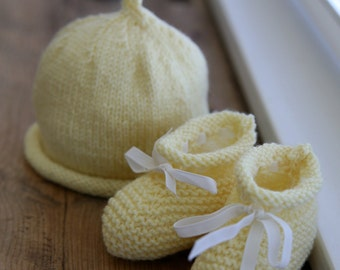 PDF knitting pattern for Roll Top Baby Booties and Beanie
