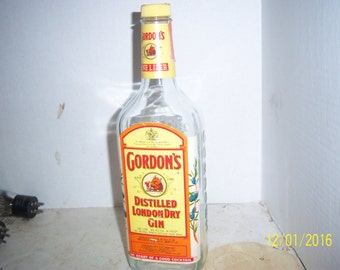 1970's Gordon & Cos (Boar) Dry Gin New York Clear Quart Gin with paper lablels