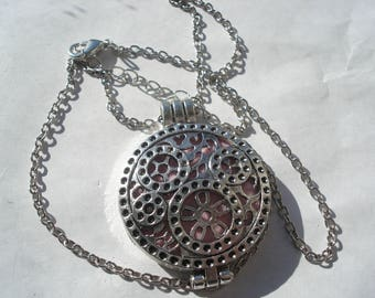 425mm Antique Silver Necklace with Carved Locket, Aromatherapy Essential Oil Diffuser Locket with Refill Pads but Without Essential Oil C98