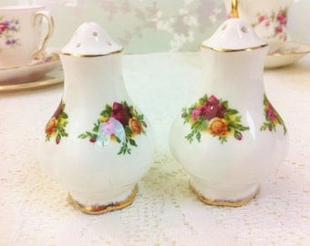 "Royal Albert "" Old Country Roses "" Salt and Pepper Pots"