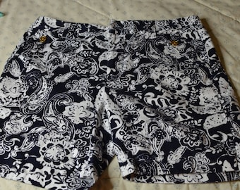 Pair of Shorts in Black and White Print by Ralph Lauren Size 8
