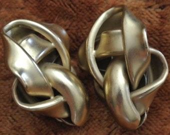 Vintage 1980s earrings: clip on - large statement gold-tone knots