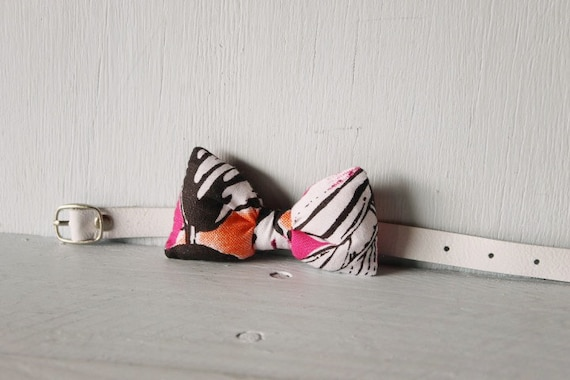 Bow tie cat collar >> Small dog bow tie >> Pink, orange, black, white bow tie, white leather strap and silver buckle >> Pet gift