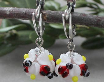Lampwork Earrings, Lampwork Flower Earrings, Daisy, Daisy Earrings, Ladybugs, Floral Earrings, Artisan Handmade Earrings, Ladybugs Earrings