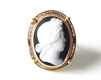 14K Gold Carved Black and White Sardonyx Cameo Ring In Size 5