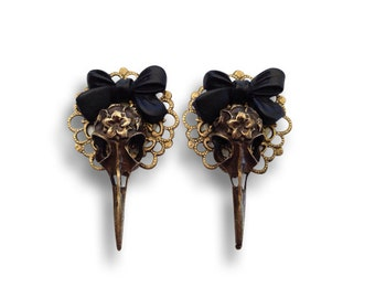 Filigree Skull Bow Ear Plugs