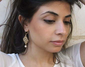 Lovely dangling elegant pearly earrings  gold tone - dangling earring -also for bridesmaid gift.