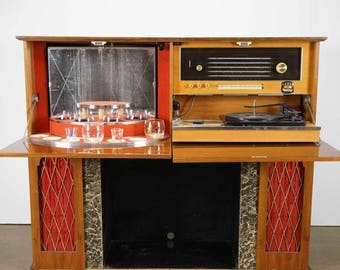 Vintage Walnut Console With Stereo Turntable And Radio, Lighted Pull Out  Bar.
