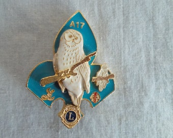 Vintage White Owl Lions Club Brooch //8