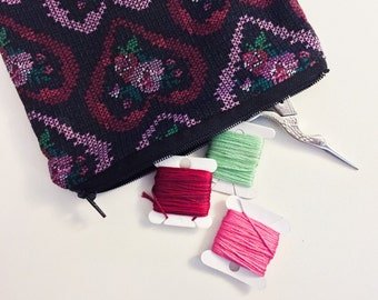 "cross stitch rose & heart print 6"" zipper bag"