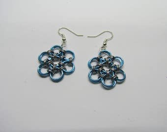 Chainmail Daisy Earrings - Light Blue