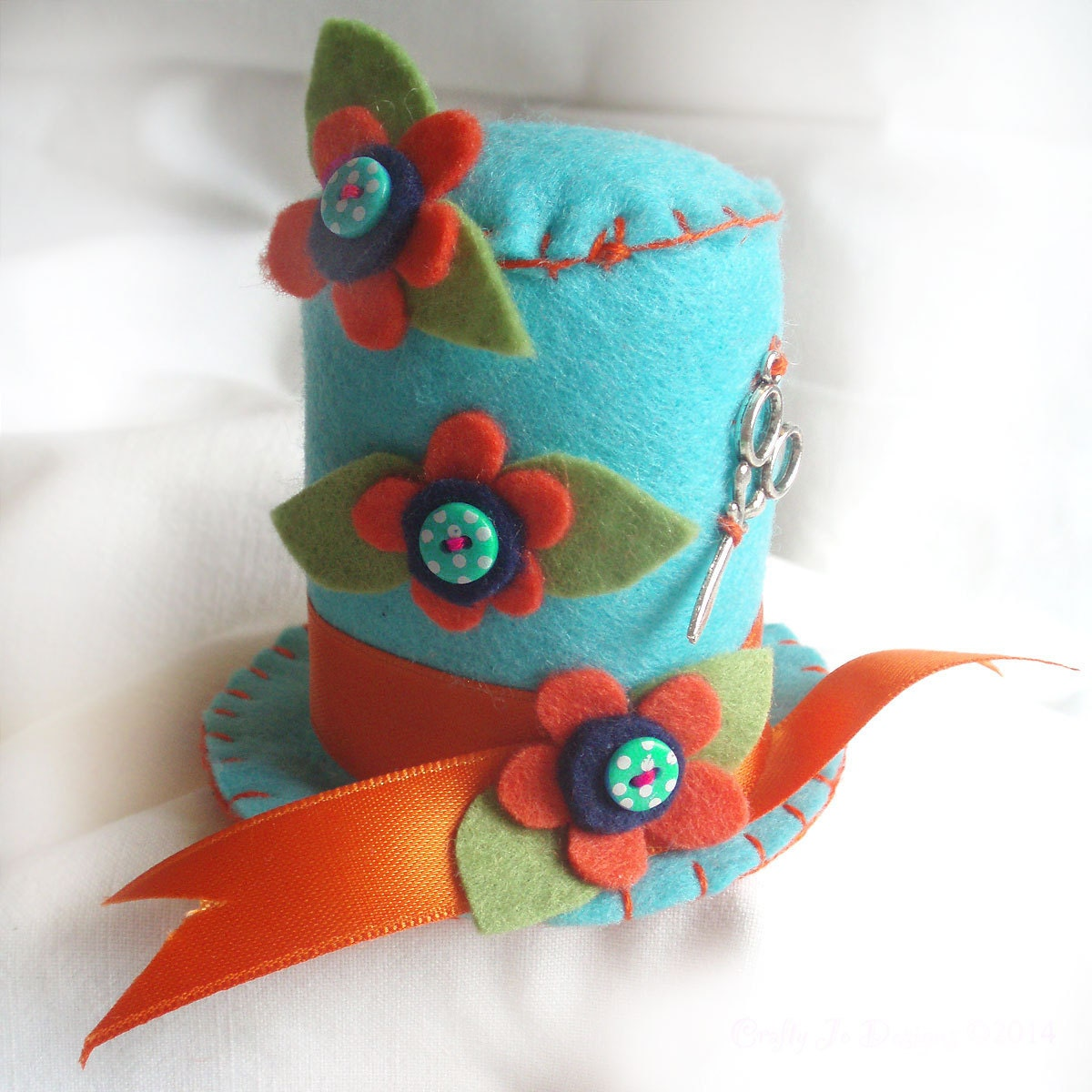 Dressmaker gift pincushion top hat pin cushion craft for Cute homeware accessories