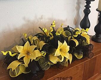 "20"" Black and Yellow Deco Mesh arrangement/Black and Yellow Centerpiece/Black and yellow swag/Black and yellow lily arrangement"