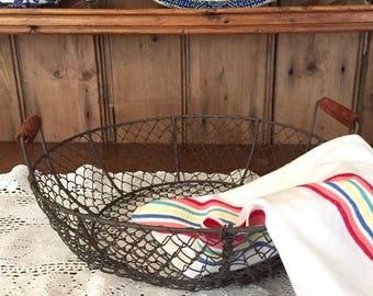Wire Kitchen Basket, Wooden Handles, Vintage Farmhouse Round Wire Basket, Storage Basket, Fruit Basket, Egg Basket, House Warming Gift