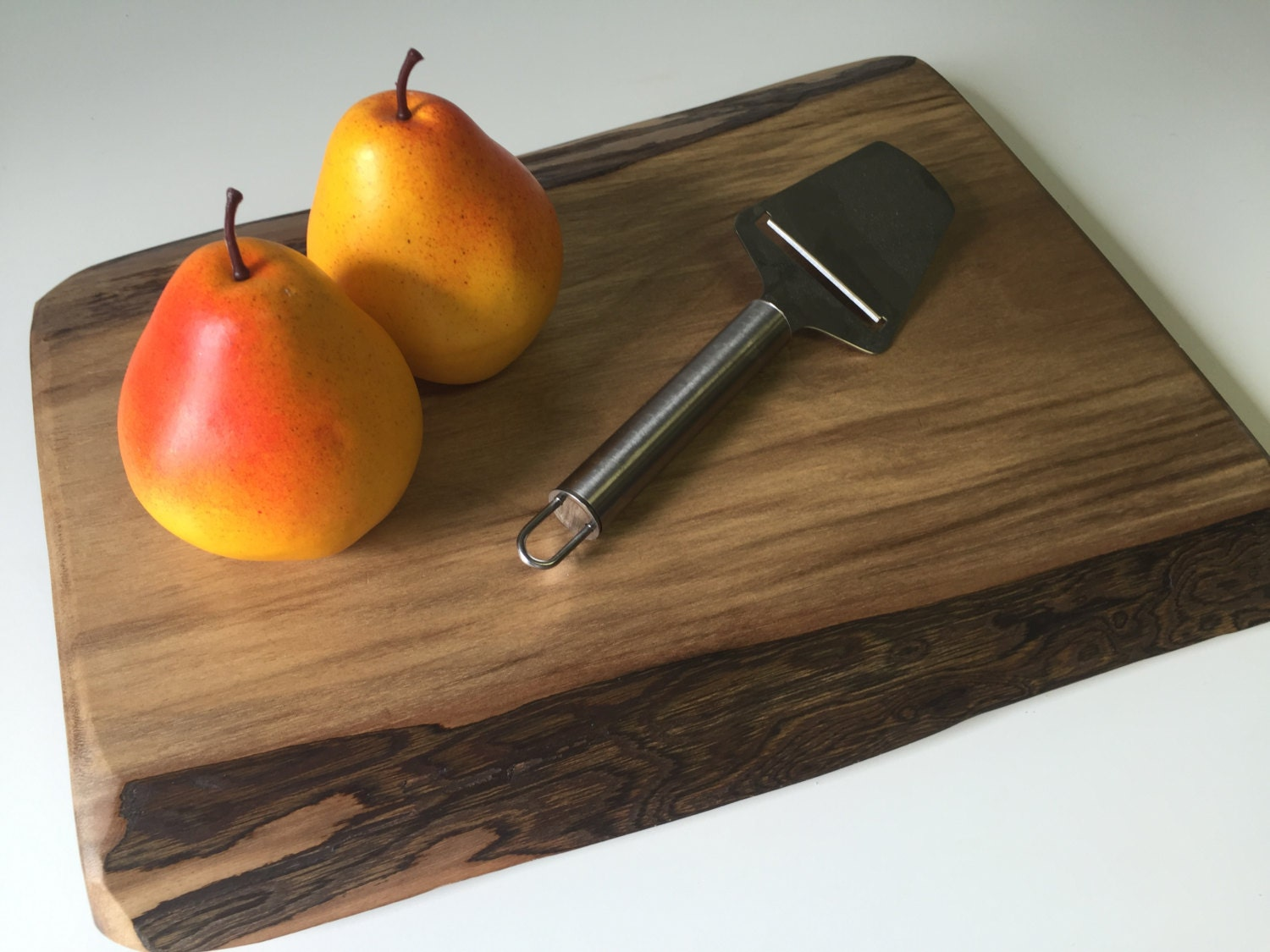 personalized cutting boards, walnut cutting board,live edge, Kitchen design