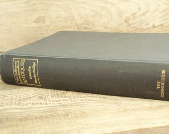 """vintage collectible book """" The collectors' Encyclopedia of Antiques """" (London, 1973 year ) 704 pages / 11.2"""" x 8.8""""  / 2350 gram"""