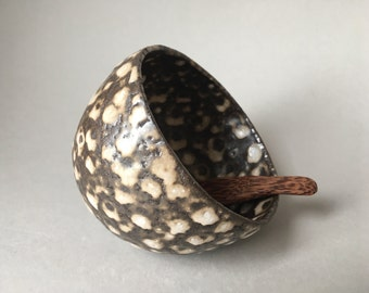 Salt pig, salt cellar, salt storage in shiny nutshell colour, birds eye glaze