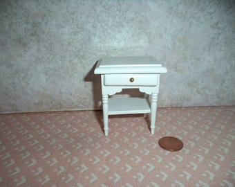 1:12 scale Dollhouse Miniature White night stand