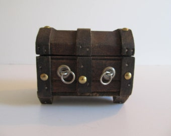 Treasure Chest, Jewelry Boxes, Jewelry Box, Trinket Boxes, Pirates, Decorative Boxes, Jewelry, Treasure Chests, Vintage Boxes, Gothic Boxes