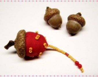 Cute As Can Be Acorn Sewing Needle Emery/Pin Cushion with Acorn Cap - ACORNF