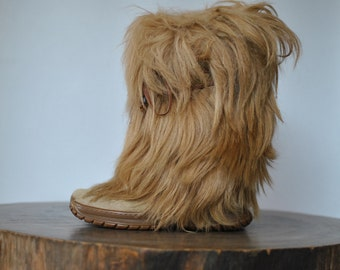 Vintage GOAT HAIR BOOTS women's snow winter boots...........(087)