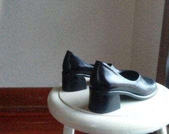 curvy minimalist block heel shoes franco sarto black leather sleek simple work dress business casual size 6 womens ladies