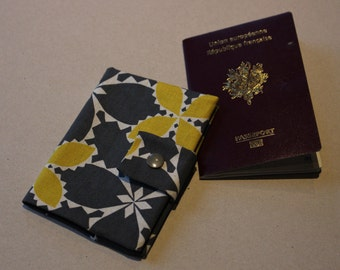 Protects Passport Scandinavian inspiration with closure by pressure