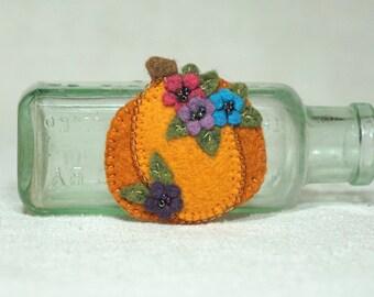 Beaded Felt Pumpkin Hair Clip, Wool Felt Halloween Barettt, Thanksgiving Pumpkin *Ready to Ship