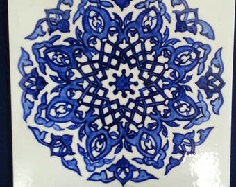 Blue and white decorative tile