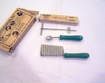 The Handy Blue Ribbon Garnishing Set, in the original box