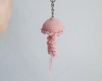 Amigurumi white jellyfish key chain, crocheted. Height : 15 cm