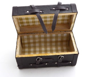 1:12 Scale Chest Trunk Dollhouse Miniature Vintage Inspired Travel Suitcase Box Brown Realistic - 1PC