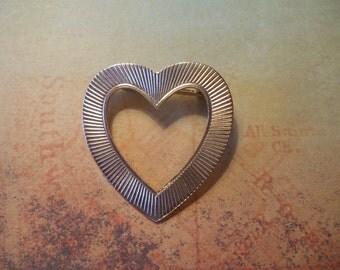 1960s Gold Tone Heart Pin