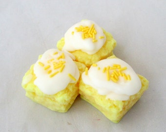 Lemon Pound cake, lemon candle, cake candle, dessert tarts, bakery tarts, wax tarts, lemon tarts,  food candle, candle melters, soy candle