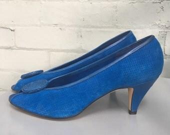 1980s blue suede peep toe pumps / 80s Italian suede pump / 1980s peep toe pump / low heel pump / size 8