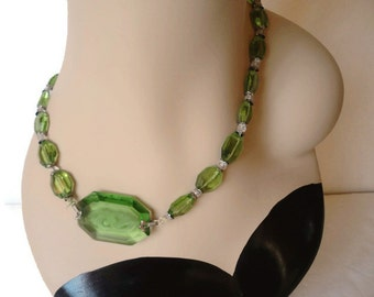 Antique Early 1900s Green Czech Glass Bead Intaglio Pendant Necklace Stunning