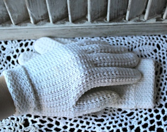 Vintage. Crochet. White. gloves. 1960s. Wedding. Cute gloves!