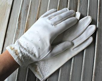 Vintage. White. gloves. Beads. Wedding. Pretty gloves! 1950s.