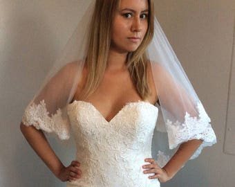 White Bridal Wedding Veil With Comb Lace Applique Edge 2 Tiers
