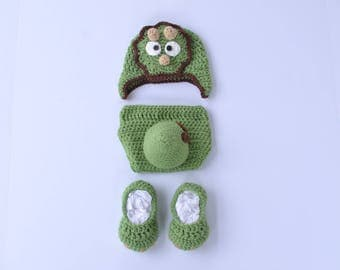 Handmade crochet baby dinosaur set; hat; diaper cover; baby booties; baby photography prop; baby shower gift; costume; horns; tail; claws