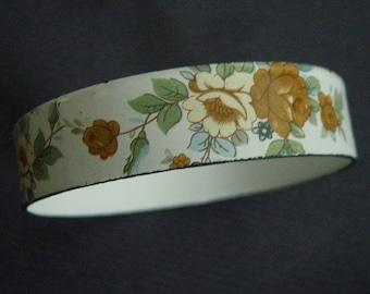 vintage 70s white enamelled metal bangle with rose pattern