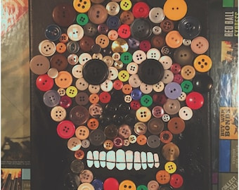 Button canvas skull