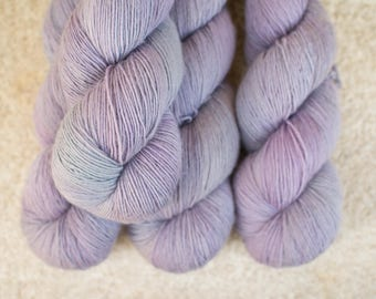 Merino Single - Hand dyed - 100 grams - 366m/400yards - Dried Hidrangea