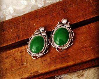 Vintage Apple Green Jade Stone Sterling Silver Etruscan Beaded Wire Work Pierced Earrings