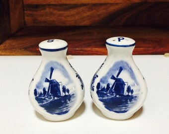 Delft Blue Salt Shaker, Windmill Salt and Pepper Shakers, Handpainted Holland