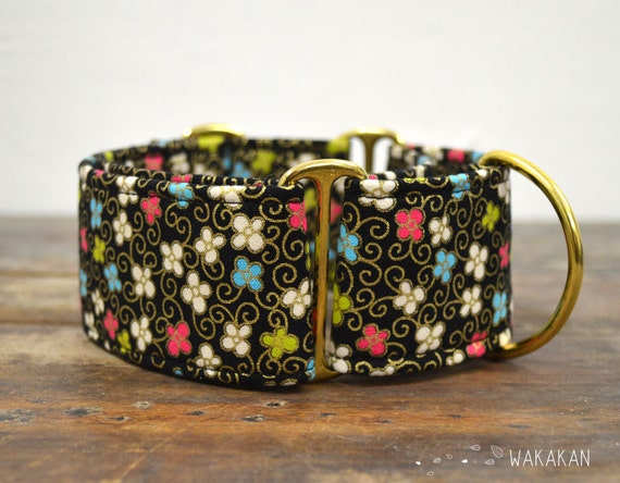Martingale dog collar model Fancy Garden. Adjustable and handmade with 100% cotton fabric. Flowers, metallic fabric. Wakakan
