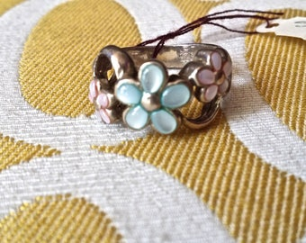 Ring size 6 Silver and Mother of Pearl Inlay flowers