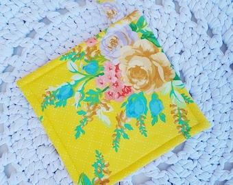 Simple Potholder/Trivet/Hotpad Mostly Manor Elise Yellow